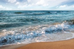 sandy-beach-and-beautiful-ocean-waves